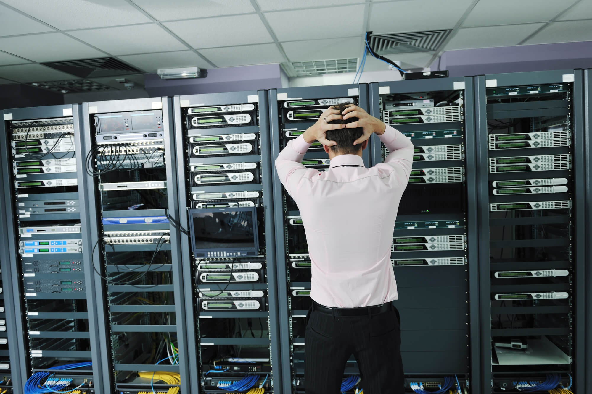 IT networking professional trouble shooting network issues